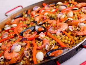 Паэлья с бужениной и морепродуктами